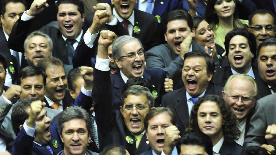 Centrão comemora vitória de Cunha em 2015