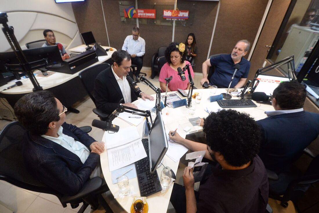 Debate com candidatos ao Governo do Estado em emissora de rádio local