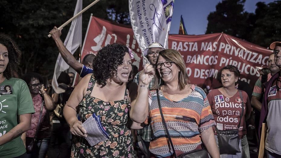 Dani Portela (PSOL) participa de caminhada pelo 'Dia do Basta'