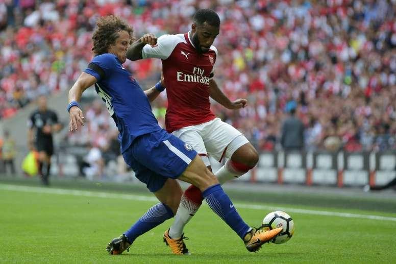 Arsenal busca primeiros pontos no Inglês