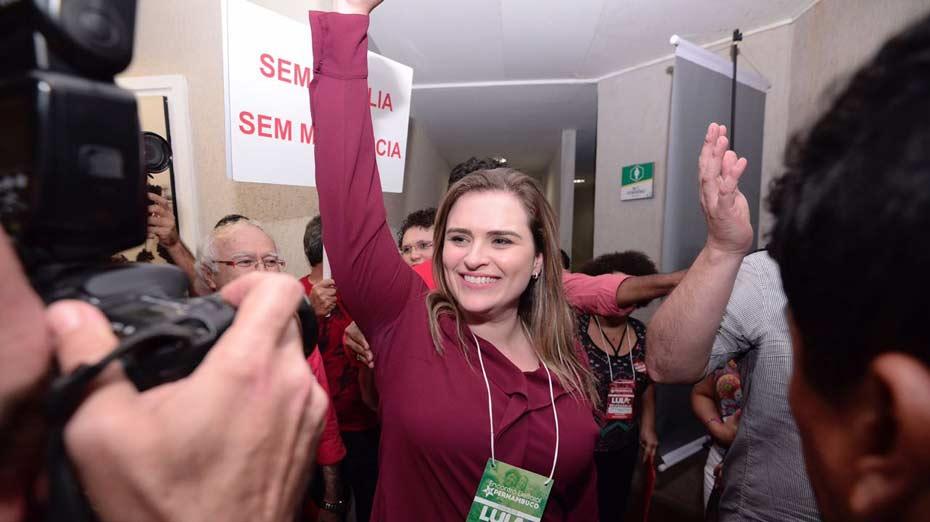 Marília Arraes chega ao Recife Praia Hotel para convenção