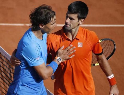 Tenistas Nadal (esq) e Djokovic (dir)