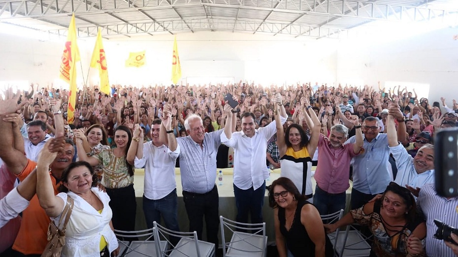 Frente Popular do governador Paulo Câmara (PSB) em campanha no Sertão