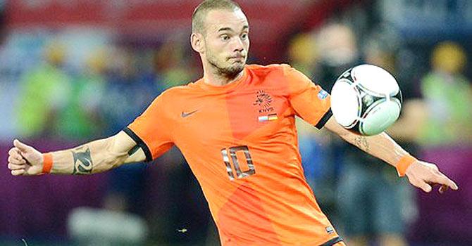 Sneijder se despede dos gramados
