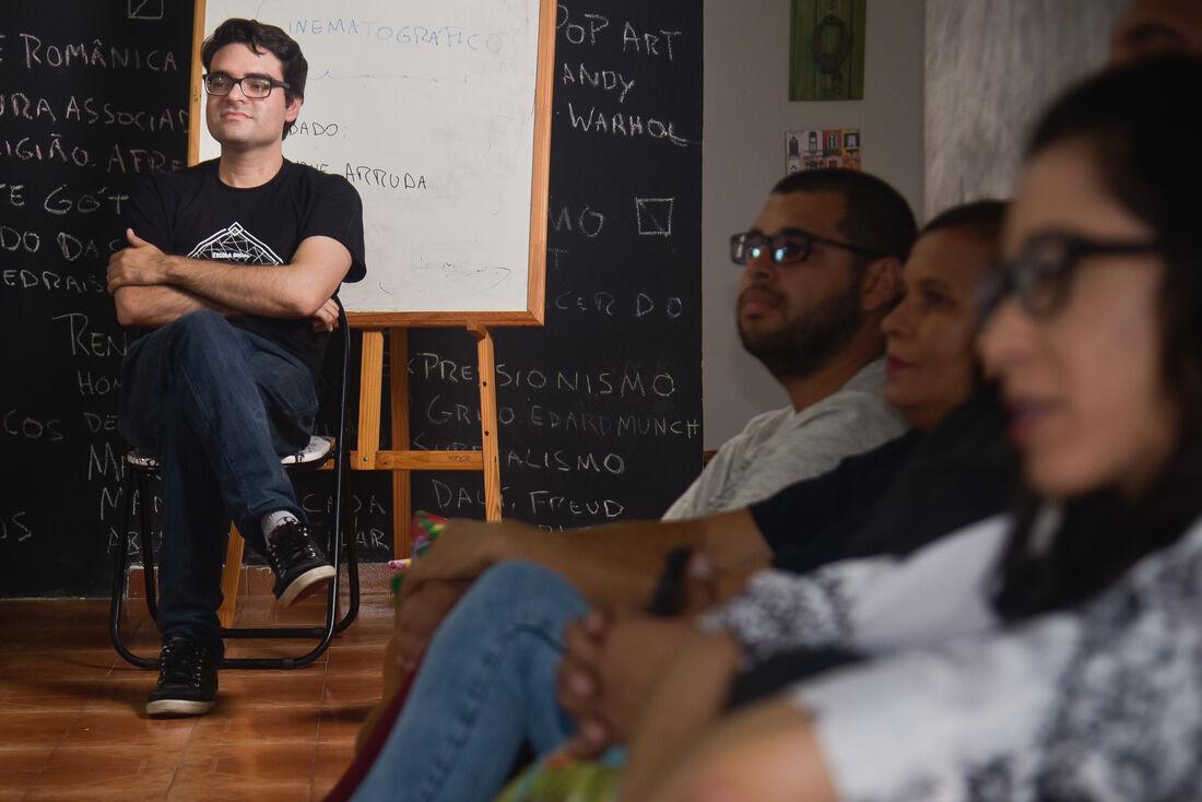 Adriano Portela, coordenador da Escola Social Cobogó das Artes