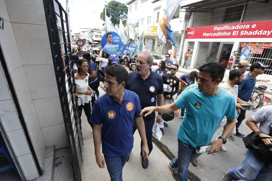 Coligação 'Pernambuco Vai mudar' visita o Ibura