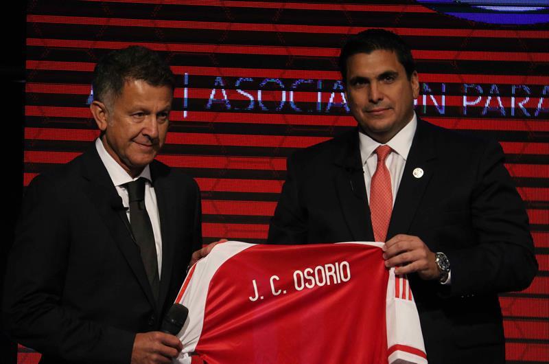 Osorio é apresentado no Paraguai