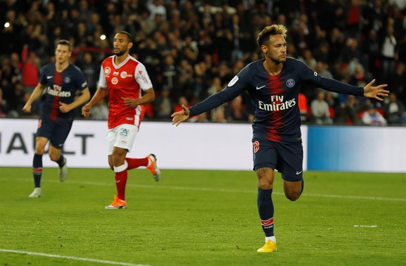Neymar comemora gol pelo Francês