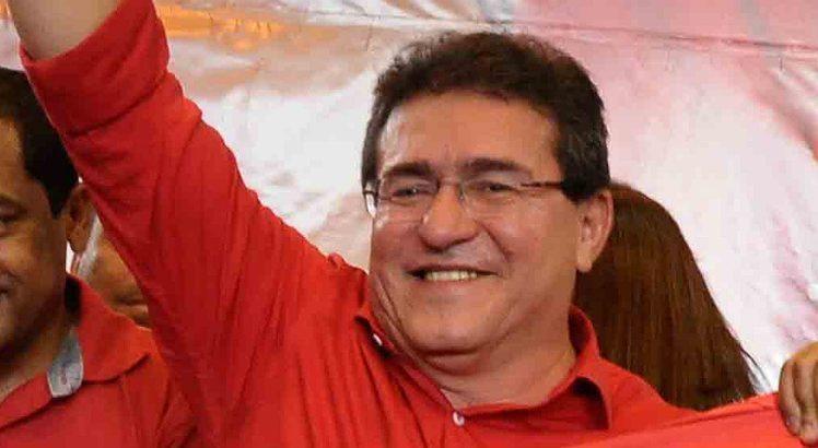 Prefeito de Serra Talhada decidiu apoiar palanque rival do PT