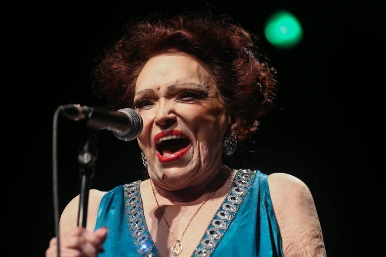 Em seus últimos shows, Bibi homenageou Sinatra e Piaf