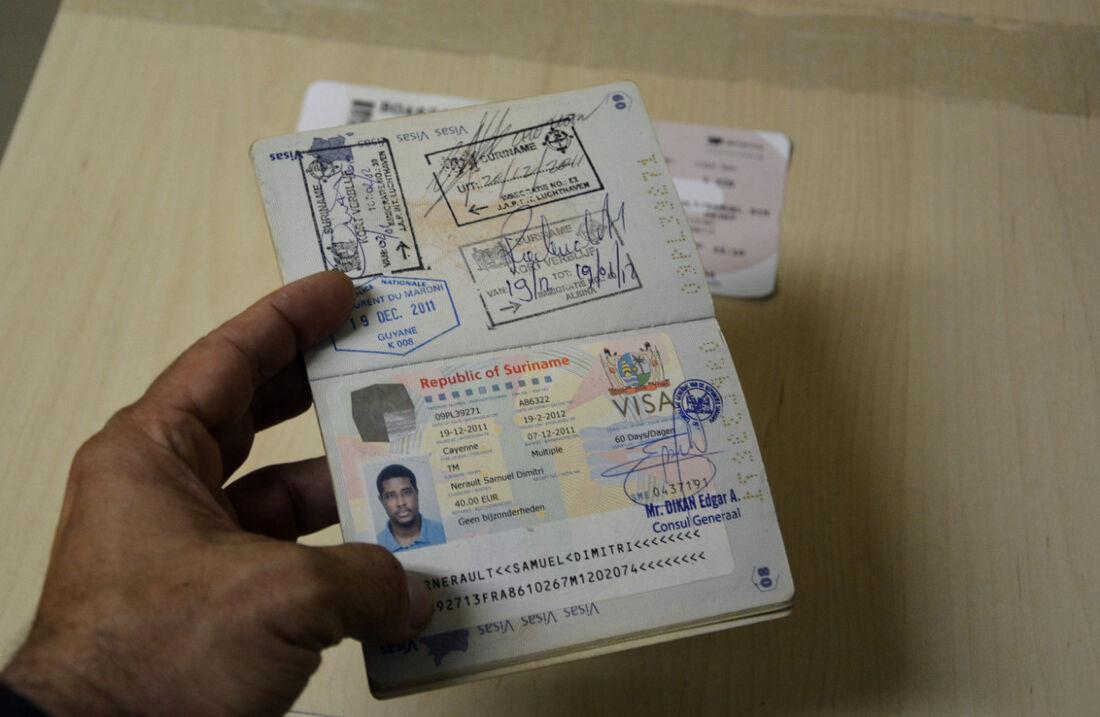 Passaporte francês falso apreendido com o congolês