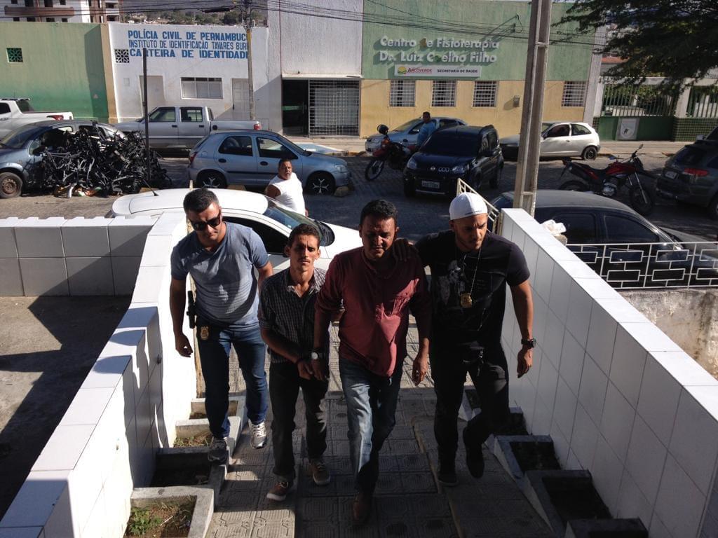 Foram cumpridos cinco mandados de prisão e dois mandados de busca e apreensão de adolescente infrator