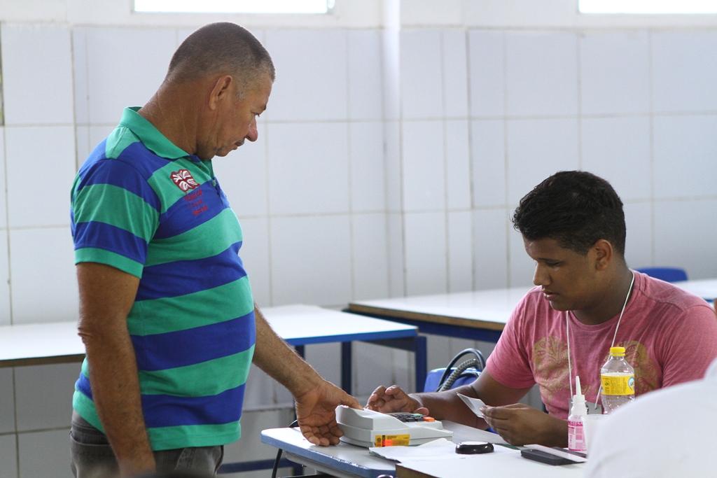 Todo eleitor a partir dos 18 anos em situação regular pode ser convocado para trabalhar no dia da votação