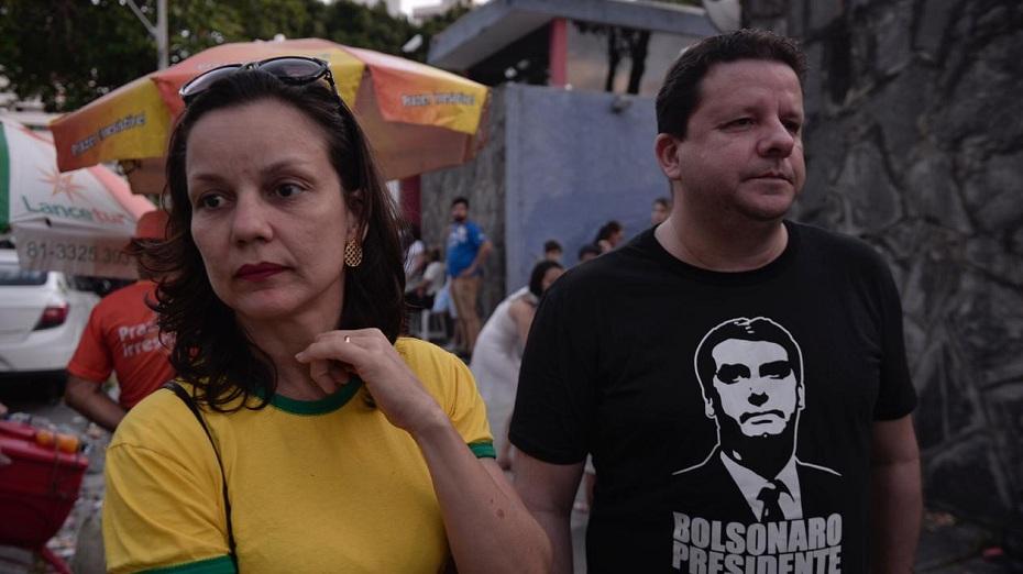 Eleitores foram as urnas com camisas de candidatos, mas não relataram brigas