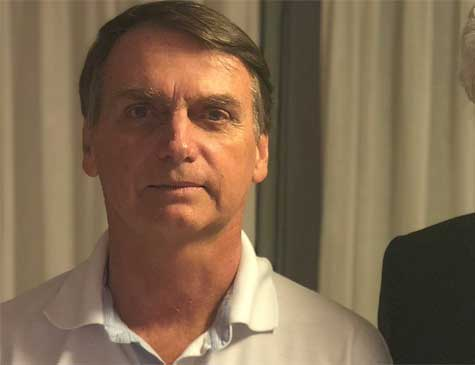 'Estou dando continência para o coronel, mas quem vai mandar no Brasil serão os capitães', afirmou Bolsonaro