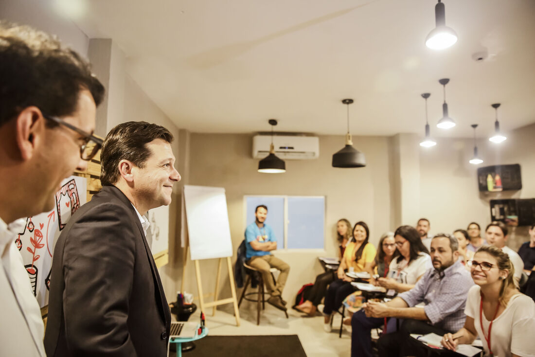 Prefeito Geraldo Julio lançou app para dispositivos móveis voltado para voluntários