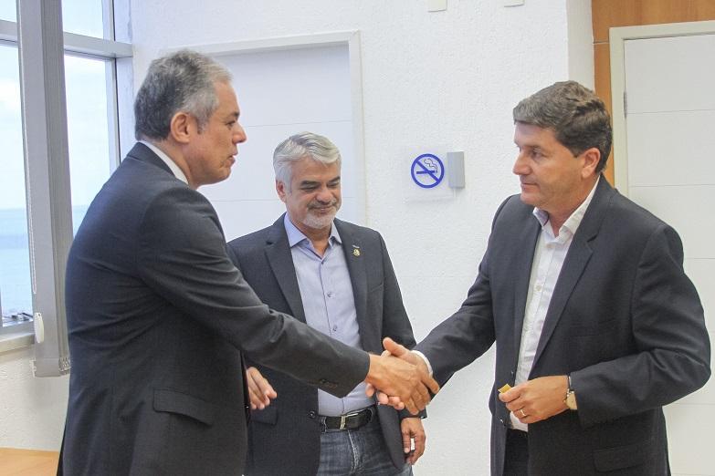 Senador Humberto Costa esteve acompanhado do prefeito de Sairé em visita ao superintendente do Banco do Brasil em Pernambuco, Nacib Lomes