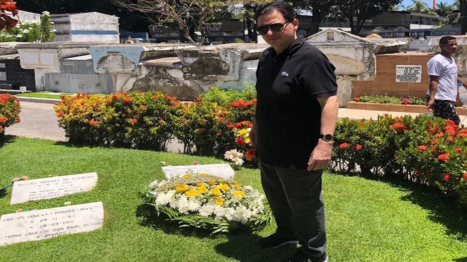 Antônio Campos reverencia familiares no Dia de Finados