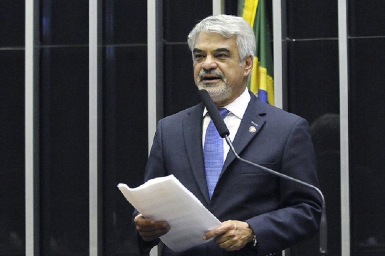 Senador Humberto Costa protestou, mais uma vez, contra o final do Programa Mais Médicos e não acredita que as 8,5 mil vagas serão preenchidas