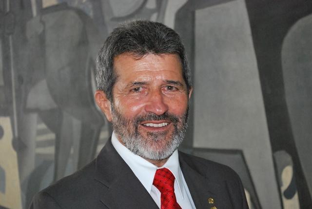 Deputado federal Gonzaga Patriota (PSB) segue internado em Brasília, se recuperando de dengue.