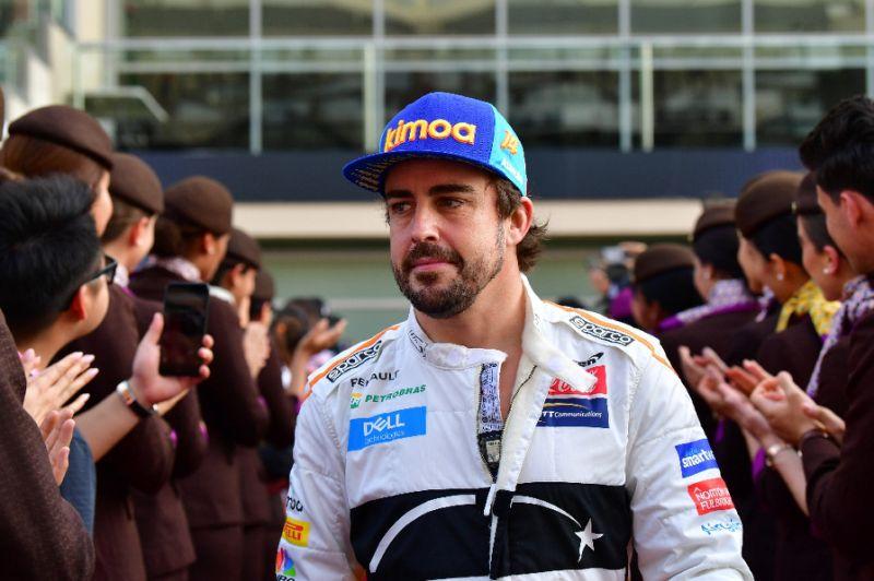 Fernando Alonso segue se recuperando de uma operação no maxilar após acidente sofrido na Suíça