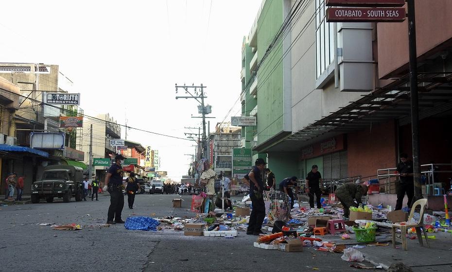 Frente do shopping onde bomba explodiu em Cotabato, nas Filipinas