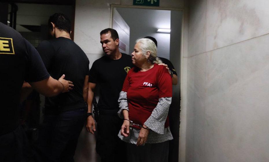 """Chegada de Isabel Cristina ao julgamento do caso dos ''canibais de Garanhuns"""""""