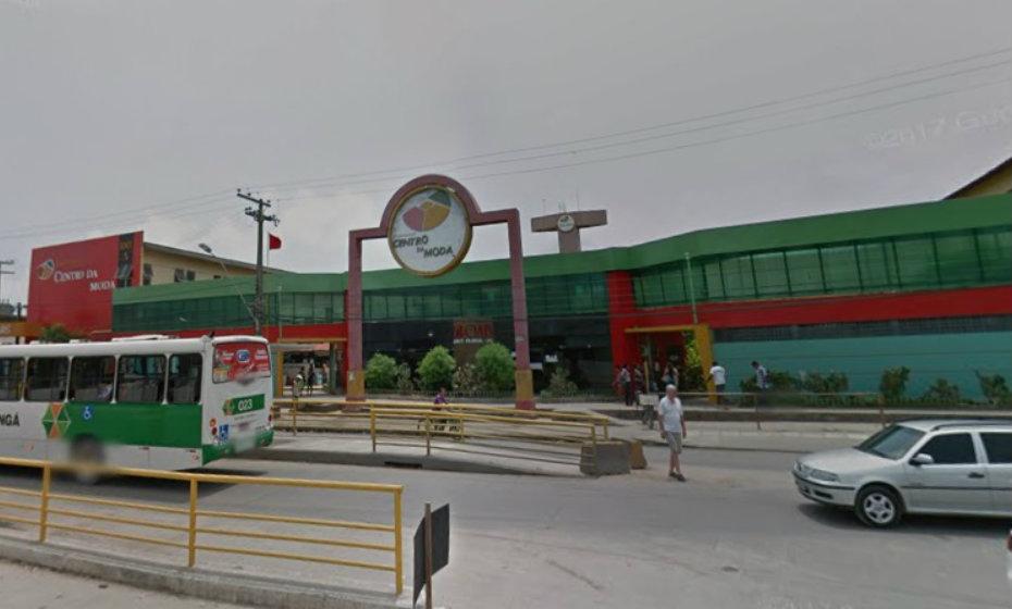 Homem é morto em frente ao Centro da Moda, em Olinda