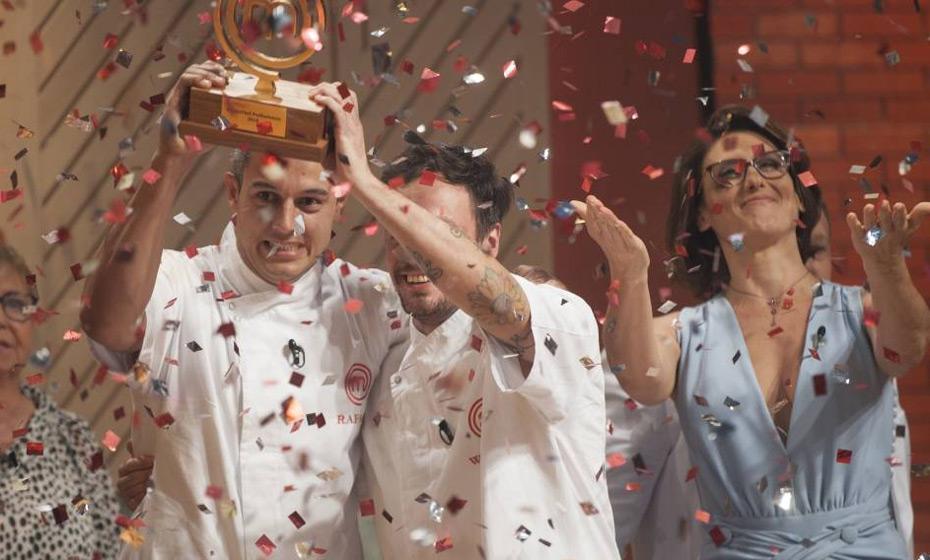 Rafael Gomes venceu Willian Peters na final do programa