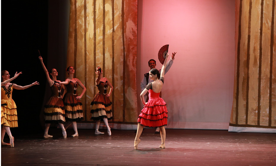 Cena de 'Don Quixote', com o Stúdio de Danças