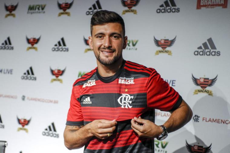 Arrascaeta é jogador do Flamengo e não saiu do banco na estreia do Uruguai na Copa América