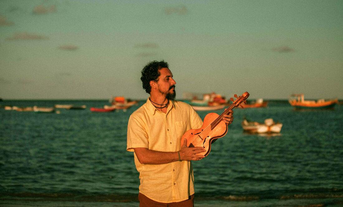 Cláudio Rabeca lança CD com diferentes gêneros e timbres