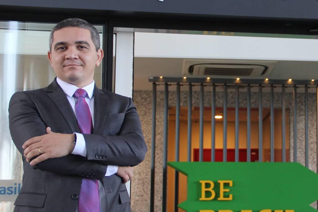 Sete dias depois de nomeado presidente da Apex (Agência de Promoção de Exportações do Brasil), Alecxandro Carreiro, que não é fluente em inglês, foi demitido