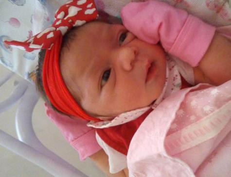 Pietra Valentina nasceu dentro do carro, antes de chegar ao hospital