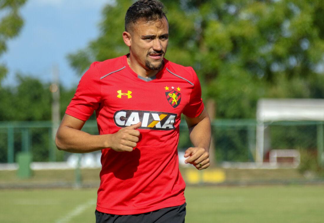Lateral-esquerdo Guilherme Lazaroni, do Sport.