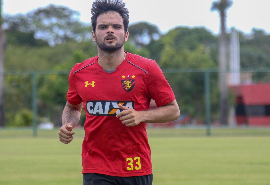 Lateral-direito Norberto volta ao time