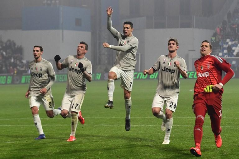 Atletas da Juventus vão à torcida comemorar ótima fase no Campeonato Italiano