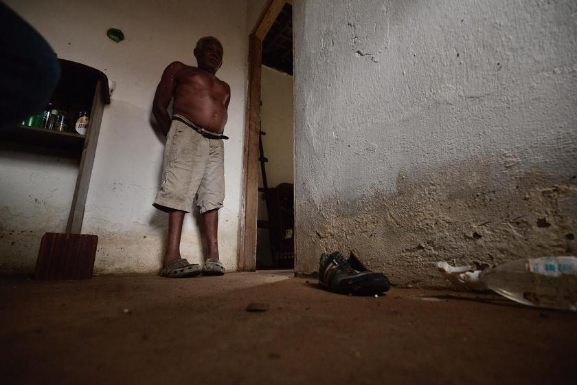 João, 69 anos, perdeu móveis e um cachorro, que morreu afogado