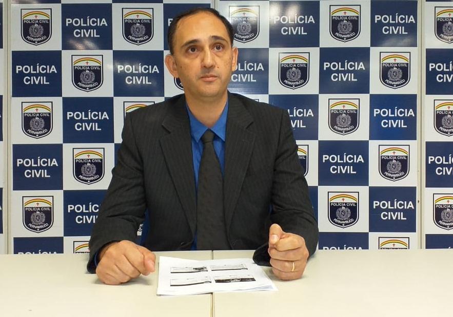 Segundo o delegado Vinicius Notari, titular da Delegacia Especializada em Roubos e Furtos, além da droga, foram encontradas nove munições .40 e uma balança digital