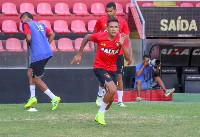 Meia Jadsom, promessa da base do Sport vendida ao Cruzeiro.