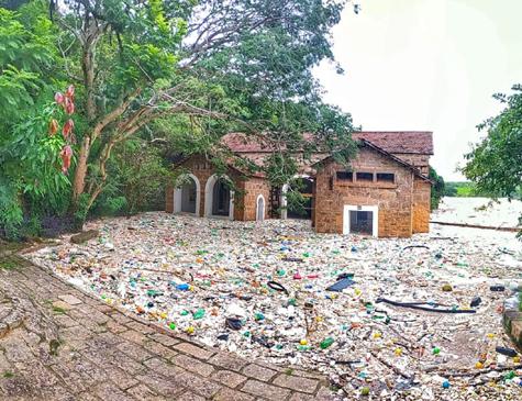 Parque das Lavras foi invadida por lixo trazido da Grande São Paulo, através do rio Tietê