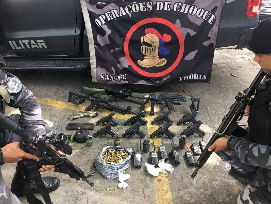 Material apreendido pelos policiais durante a operação
