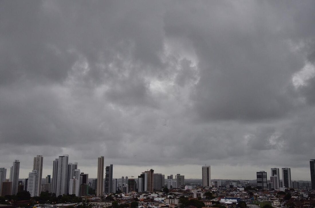 Previsão é de chuvas fortes no Recife
