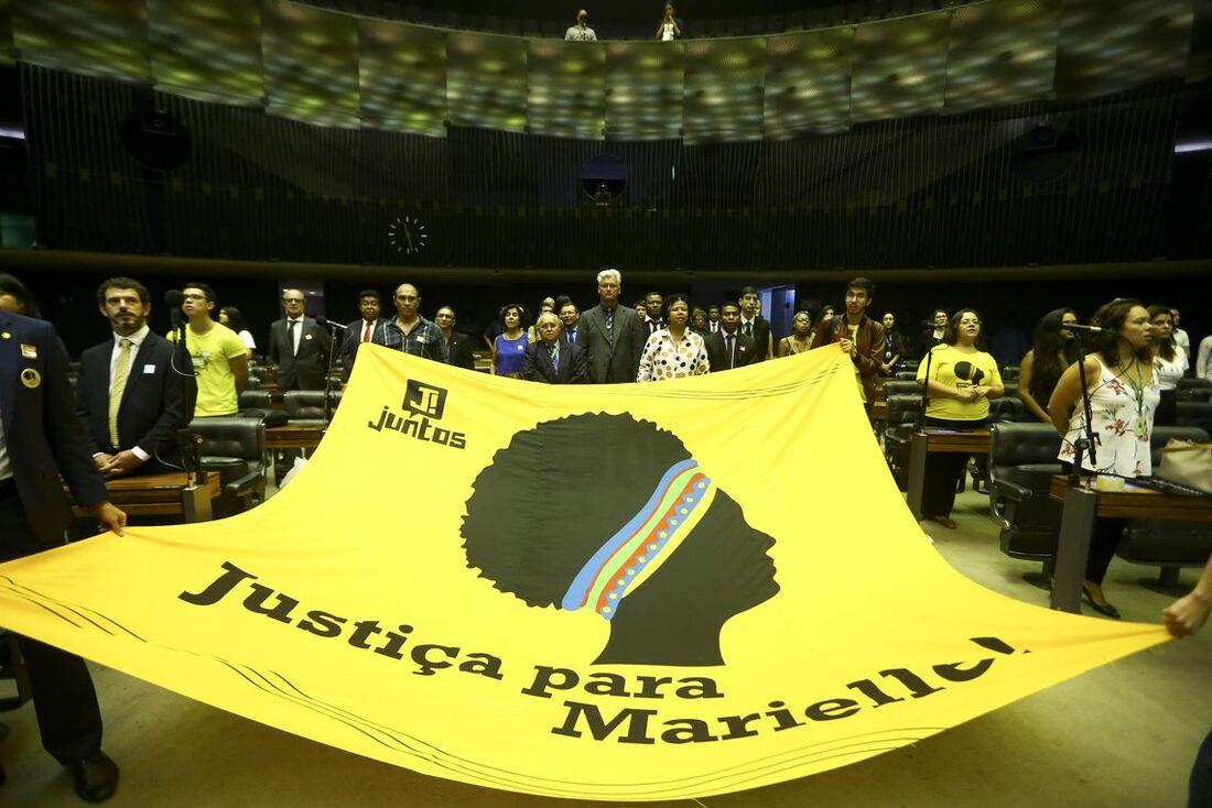 Faixa que pede justiça para Marielle