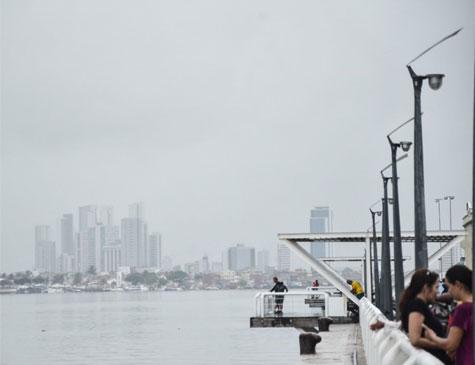 Dia nublado no Recife