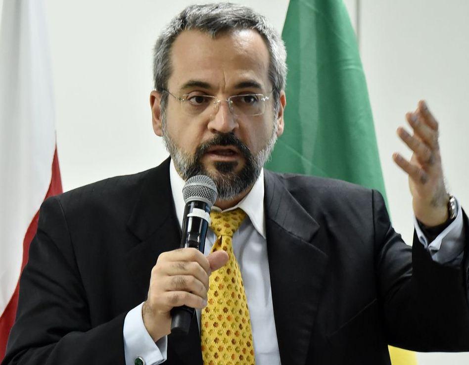 Novo ministro da Educação pretende mudar equipe de secretários do MEC.