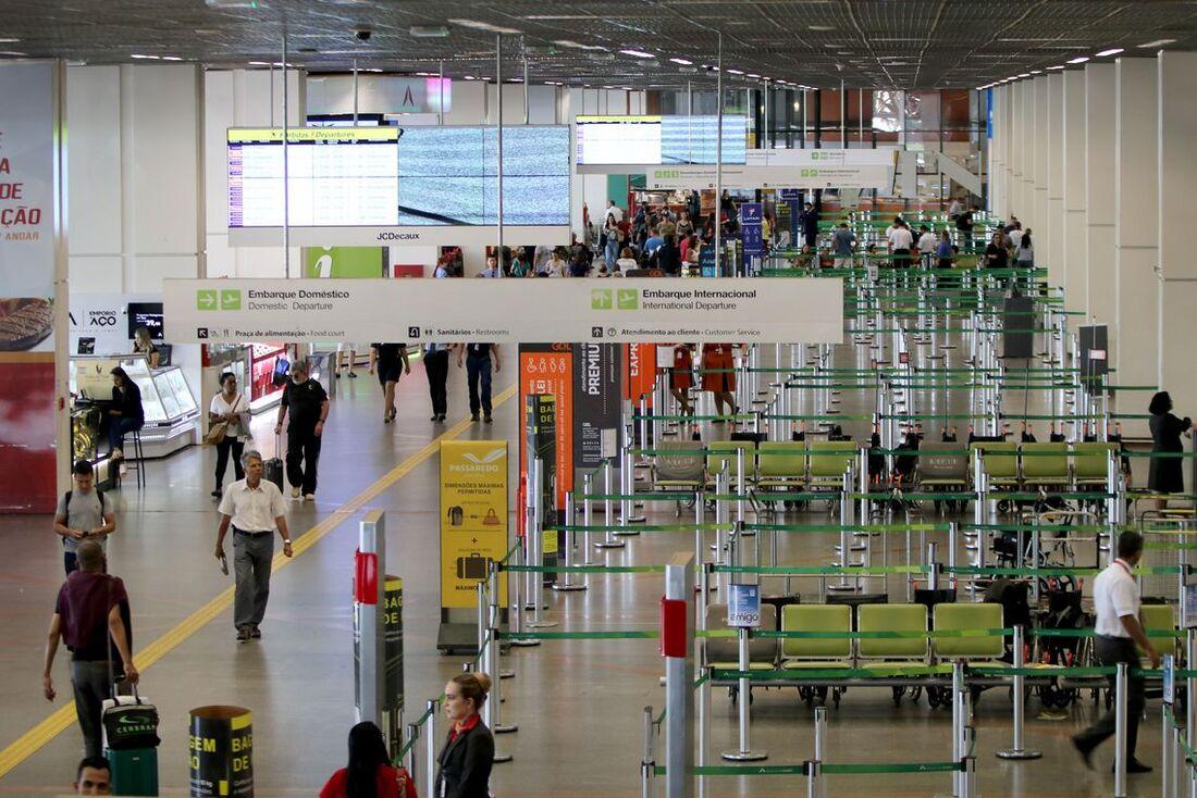 A franquia mínima de bagagem nos voos domésticos será de 23 quilos por passageiro