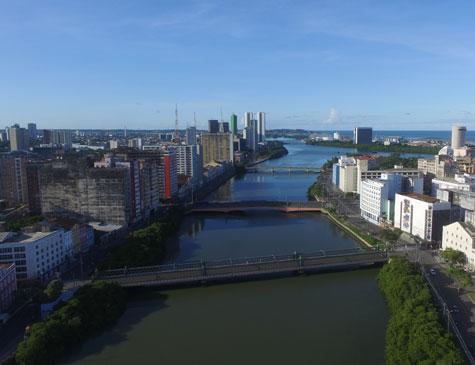 Recife em dia de sol
