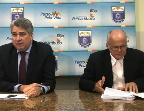 Gestor Darlisson Macedo e Delegado Ademir Oliveira, em coletiva realizada na tarde desta quinta-feira(25)