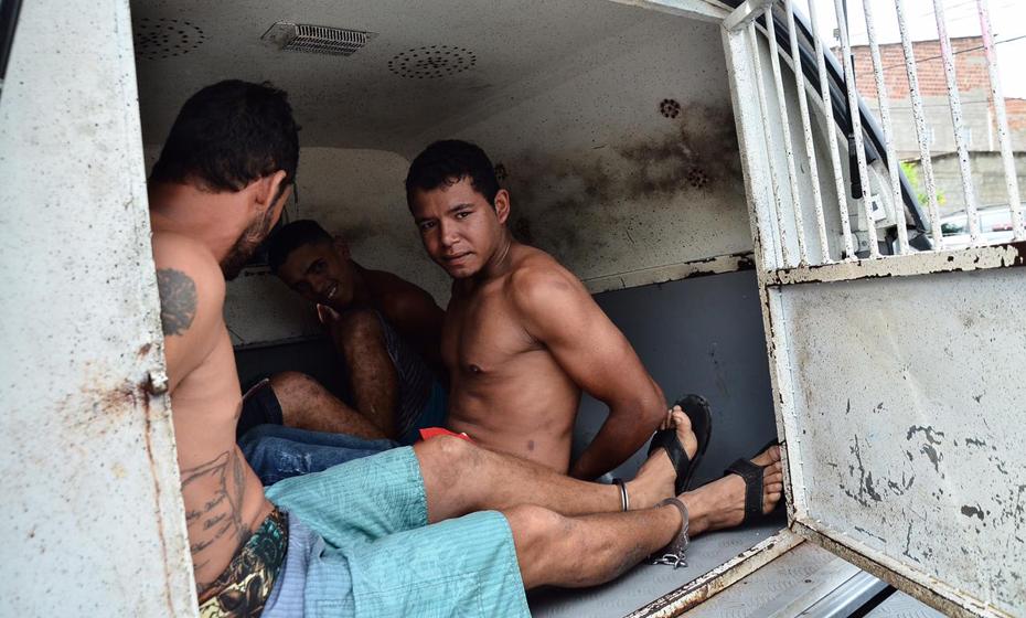 Saída da DO de Camaragibe dos acusados do crime do caso do Parque Aquático Águas Finas
